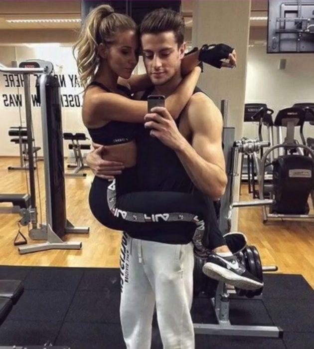 pareja gym