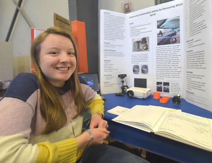 invento elimina puntos ciegos en autos www.laguiadelvaron 1 730x562 Chica de 14 años inventa un dispositivo que elimina los puntos ciegos en los automóviles