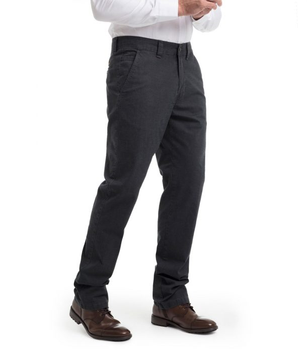 pantalón oscuro