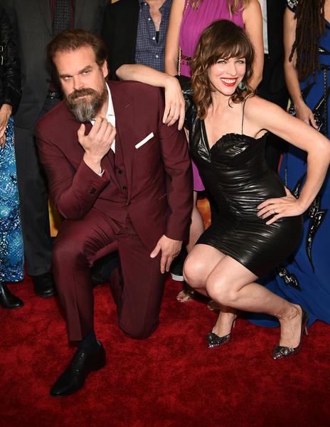 David Harbour y Milla Jovovich