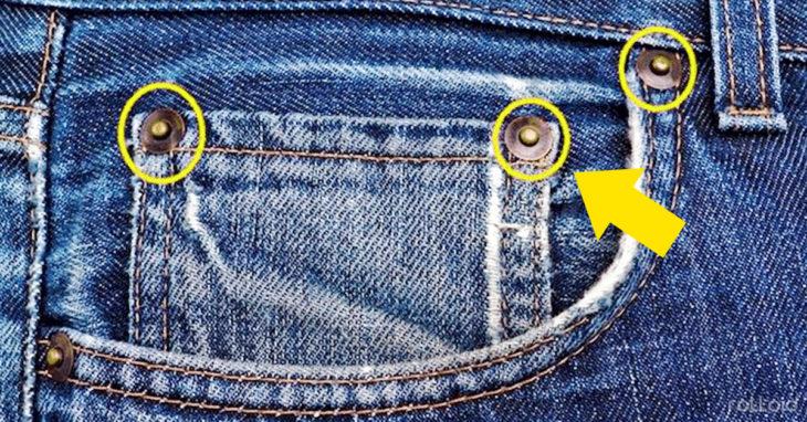 remaches en los pantalones de mezclilla