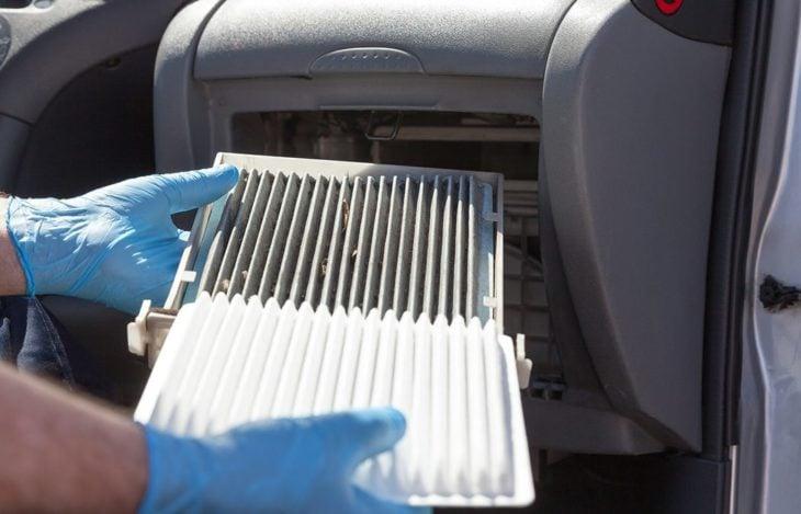 Sustitución del filtro de aire de la cabina