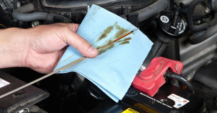 Revisión de aceite y fluidos
