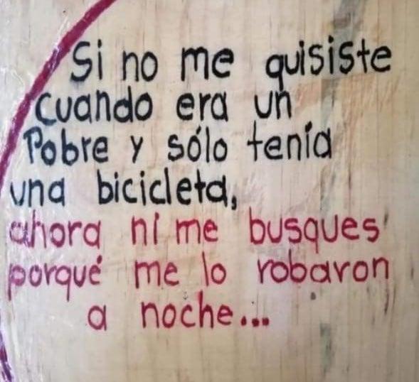 oraciones escritas en paredes o automóviles
