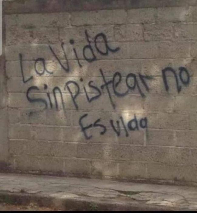 frases escritas en paredes o autos