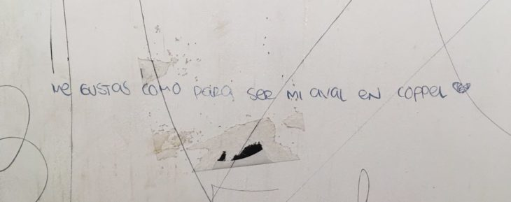 mensajes escritos en paredes