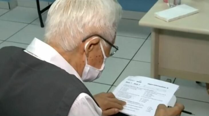 abuelo estudia medicina