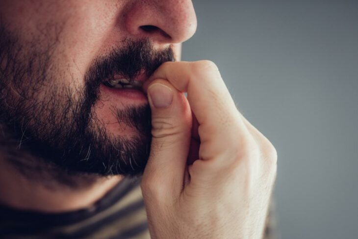 morderse las uñas