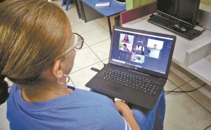 maestra en línea