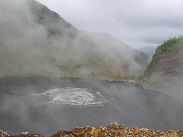 Lago hirviendo