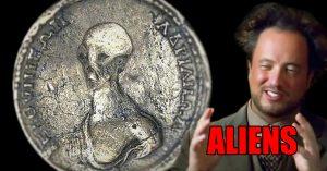 Encuentran una 'moneda alienígena' mientras remodelaban una casa en Egipto
