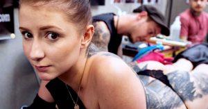 Lo arrestan por tatuarle a una mujer un pene en la espalda… ella quería un Yin Yang